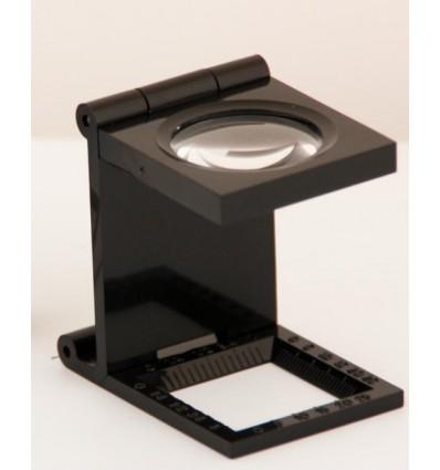 Cuenta-hilos con retícula de 90 mm de diámetro y un aumento 4X.