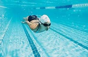optica-meseguer-xativa-usa-gafas-de-natacion-para-la-piscina